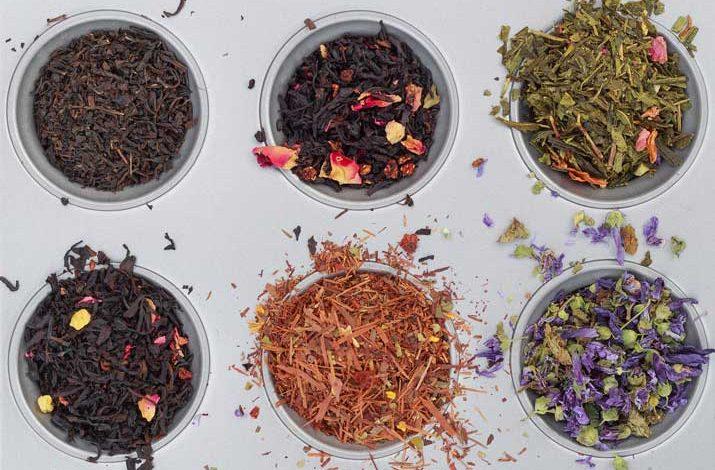 Kräutertherapie, Kräuter, getrocknete Kräuter, Tee, Kräutertee
